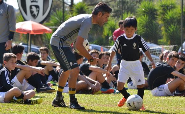 NR acampamento juventus futebol crianças