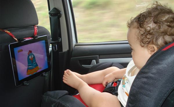 tablet como distrair crianças viagem de carro